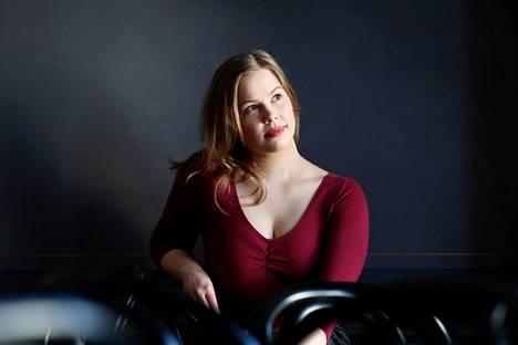 Laulaja Heta Halonen sai Taiteen edistämiskeskukselta 6000 euron korona-apurahan.