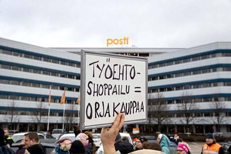 Postin työntekijöiden mielenosoitus Postin työehtosopimuksen heikennyksiä vastaan.
