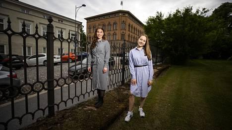 Kokoomuksen 20-vuotias Nelly Pitkänen ja vihreiden 18-vuotias Julia Liljegren ovat Porin uuden kaupunginvaltuuston nuorimmat valtuutetut.
