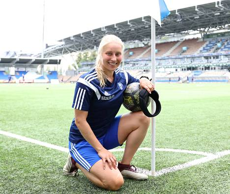 Lukeminen kuuluu Hanna Ruohomaan rakkaimpiin harrastuksiin.