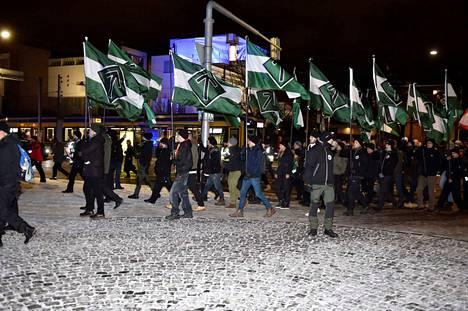 Pohjoismaisen vastarintaliikkeen kannattajat osoittivat mieltään itsenäisyyspäivänä 2018 Helsingissä.
