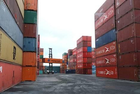 Koronataantuma näkyy ja tuntuu satamaliikenteessä. Rauman sataman kokonaisliikenteestä leikkautui alkuvuonna noin kymmenes verrattuna vuoteen 2019.
