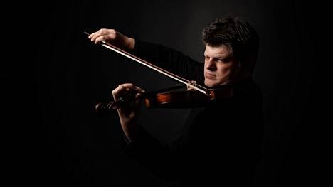 Viulisti ja kapellimestari Guy Braunstein vieraili nyt toista kertaa Tampereella.