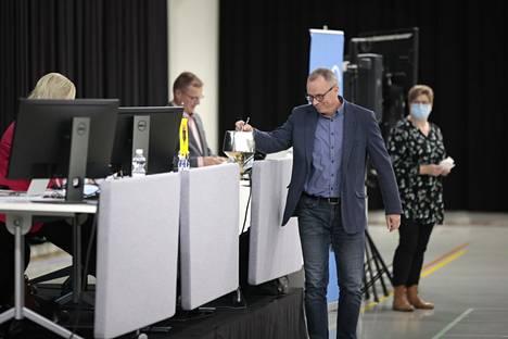 Jyrki Levonen (sd.) piti kannatuspuheenvuoron Markku Koppelomäelle.