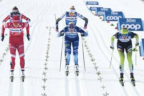 Kuvassa keskellä pumppaava Anne Kyllönen jäi niukasti finaalin ulkopuolelle.