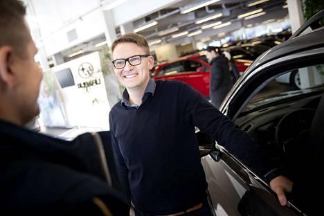 – Meiltä löytyy Forester e-Boxerin lisäksi myös pykälää pienempi maasturi XV ja tyylikäs farkku Outback, esittelee Autoluojuksen myyntipäällikkö Jari-Pekka Vianto.