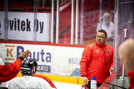 Ari-Pekka Selin ei ollut tyytyväinen joukkueen pelaamiseen.