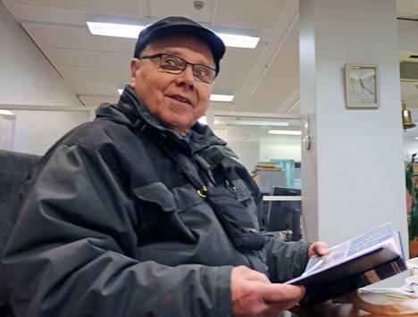 Timo Mäkinen Kuoreveden Kolonkulmalta kävi toimituksessa kertomassa ja näyttämässä valokuvia ystävällisestä kohtaamisesta tunturien takana.