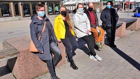 Koskin kylätalkoot -kampanjan takana ovat Kati Jyrämö, Mirka Torniainen, Hanna Kosunen, Joni Kumlander ja Ira Saarela.