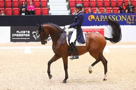 Vuoden 2018 Helsinki Horse Show'ssa Ruoste ratsasti Rossettilla.