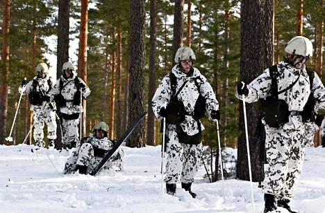 Tarjolla vain rajatulle joukolle? Osa varusmiehistä ei pääse kohentamaan hiihtotaitoaan välttämättä koko palvelusaikanaan.
