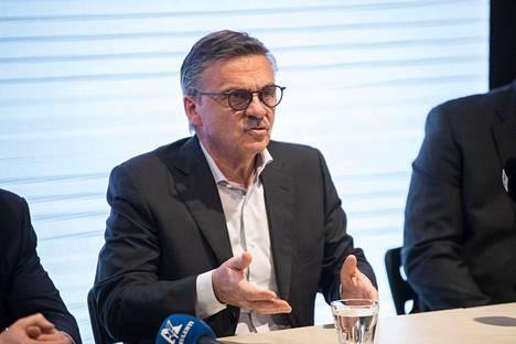 Rene Faselin johtama Kansainvälinen jääkiekkoliitto lykkäsi päätöstä ensi kevään MM-kisoista.