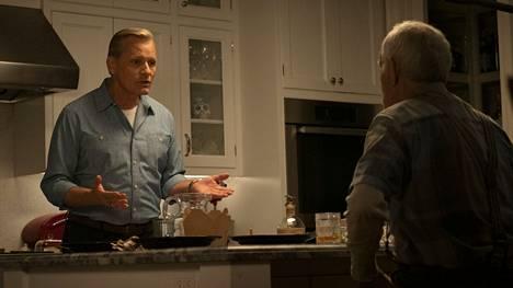 Falling on näyttelijä Viggo Mortensenin esikoisohjaus. Fallingissa hän näyttelee aikuista Johnia. Lance Henriksen on Johnin iäkäs isä Wllis.