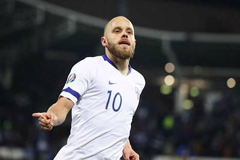 Teemu Pukki johdattaa Suomen ensi vuonna EM-turnauksen avausotteluun Kööpenhaminaan.