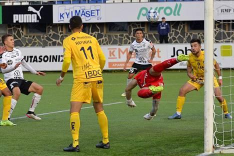 AC Oulun Yann Fillion oli FC Hakalle vaikea ohitettava.