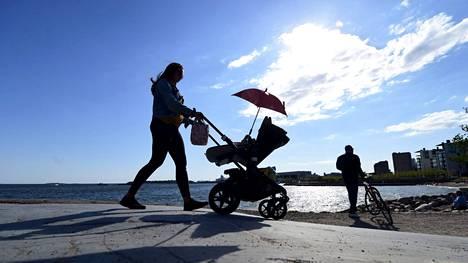 Eläketurvakeskuksen raportti patistaa uudistamaan eläkejärjestelmää ennakoivasti, sillä muutaman kymmenen vuoden päästä vastaan voi tulla ongelmia. Kuva on otettu Helsingin Eiranrannassa 26. toukokuuta 2020.