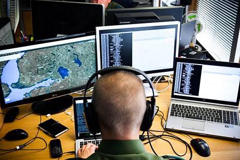 Viestikoekeskus vastasi mm. Suomen lähialueen sotilaallisesta seurannasta (kuvituskuva, kuva ei liity viestikoekeskukseen).