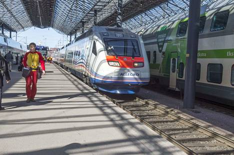 Allegro-juna liikennöi Helsingin ja Pietarin välillä.