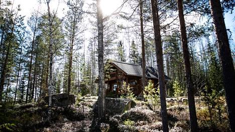 Vuonna 2020 Pirkanmaalla ostettiin loma-asuntoja jopa 45 prosenttia enemmän kuin edellisenä vuonna. Tämä mökki oli myynnissä toukokuussa Näsijärven rannalla Ylöjärven Kurussa.