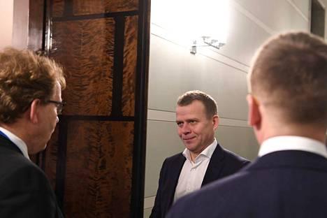 Kokoomuksen puheenjohtaja Petteri Orpo vaati aitoja hallitusneuvotteluja. Puolue ei ole valmis sitoutumaan nykyiseen hallitusohjelmaan sellaisenaan ja jatkaa oppositiossa