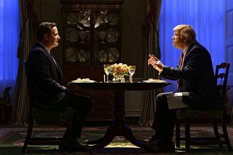 The Comey Rule -sarjassa nähdään muun muassa presidentti Trumpin ja ja johtaja Comeyn kahdenkeskinen illallinen, jonka aikana Trumpin sanotaan vaatineen Comeylta henkilökohtaista uskollisuudenlupausta.