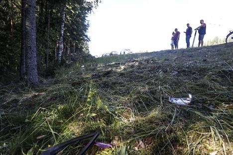 Poliisin mukaan tapahtumapaikalla Porin suunnasta tulleen henkilöauton todettiin suistuneen tieltä ja osuneen puuhun.