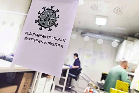 Suomessa koronakuolemien määrä on väkimäärään suhteutettuna edelleen Euroopan matalampia. Kuva HUSista huhtikuun alusta.