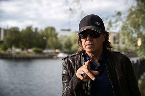 –Suomi on vähän kuin Ruotsi meille. Kun kävin koulua Ruotsissa, puolet luokkakavereistani oli suomalaisia, kertoo Joey Tempest.