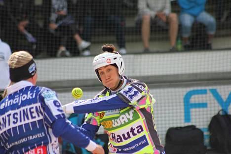 Susanna Puisto löi kaksi juoksua, mutta hauskinta oli juosta kolmoselta kotiin.