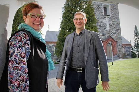 Satasoiton tuottaja Tiina Starcke ja taiteellinen johtaja Markku Ollila ovat suunnitelleet jälleen jotain uutta festivaaliohjelmaan. Hankkeen myötä Satasoitto järjestää muun muassa Suvijuhlan ja seniorimuskareita.
