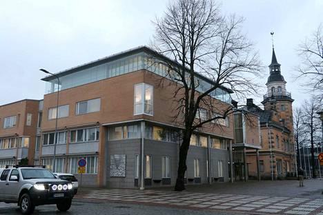 Kaupungintalouden tämän vuoden näkymät ovat Raumalla marraskuisen harmaat, mutta eivät niin synkät kuin aiemmin syksyllä ennustettiin.