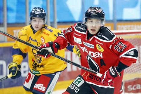 Sakari Salminen ei pelaa Ässissä paikallispelejä seuraavan kahden kauden aikana. Uusi suunta on Ruotsi.