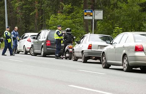 Poliisi suorittaa tehostetun valvonnan aikana kymmeniä tuhansia puhalluskokeita.