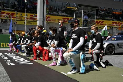 F1-kuljettajat ovat osoittaneet näkyvästi tukeaan rasisminvastaiselle liikkeelle tänä kesänä.