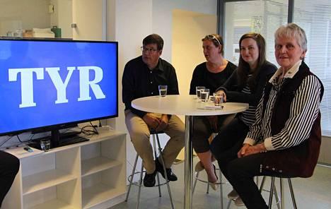 Arto Satonen (kok), Leena Mattila (kesk), Jenni Jokinen (sd) ja Maire Villo (ps) olivat ensimmäisen Tyrvää Live -lähetyksen vieraat.