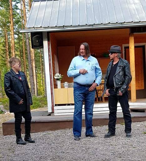 Kaapo Elonen, Mika Lautamäki ja Aa-Pee Söderdahl lain molemmin puolin. Vaan kuinkas sitten kävikään?