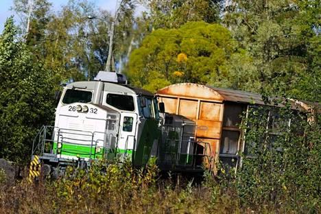 Metsä Tissuen Mäntän tehdas lopetti maanantaina tavarakuljetukset rautateitse ja siirtää kuljetukset maanteille.