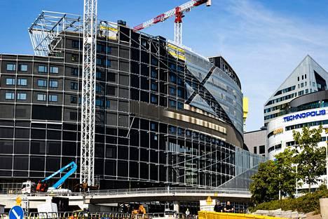 Aamulehti kuvasi pian valmistuvan areenan 12. elokuuta.