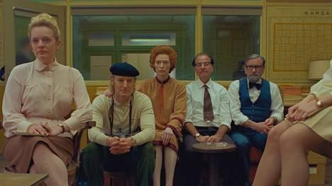 Wes Andersonin elokuvassa näyttelijät ovat paperinukkemaisia esineitä fiktiivisessä toimituksessa: Elisabeth Moss, Owen Wilson, Tilda Swinton, Fisher Stevens ja Griffin Dunne.