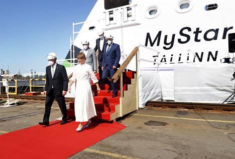 Laiva sai seremoniallisen kasteensa ja arvovaltaisen kummin. Viron presidentti Kersti Kaljulaidia saattoi RMC:n toimitusjohtaja Jyrki Heinimaa ja airueena Tallink-varustamoyhtiön johto.