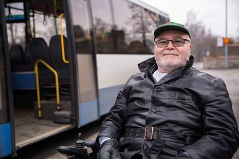Veikko Vepsäläinen jäi maaliskuun lopulla pysäkille pyörätuolirampin vuoksi.