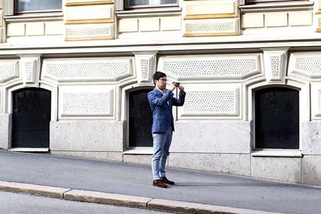 Huawein kuluttajaliiketoiminnan Keski- ja Itä-Europan, Pohjoismaiden ja Kanadan johtaja  Derek Yu kuvattuna Suomen vierailullaan Helsingissä 4.8.2020.