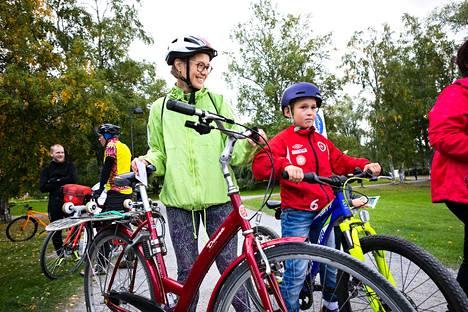 Valtakunnallisen pyöräilyviikon avajaistapahtuma Arboretumissa. Anna-Leena Korhonen ja Aapo Järvinen.