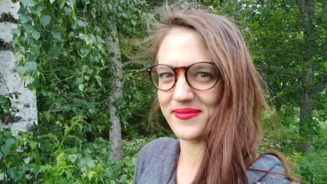 Veera Herranen on ohjannut Eeva-Liisa Mannerin näytelmän Poltettu oranssi. Esityksiä voi käydä katsomassa Ruoveden Sointulassa lokakuussa.