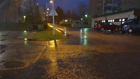 Nokian keskustassa satoi vettä keskiviikkoaamuna kello 7.30.