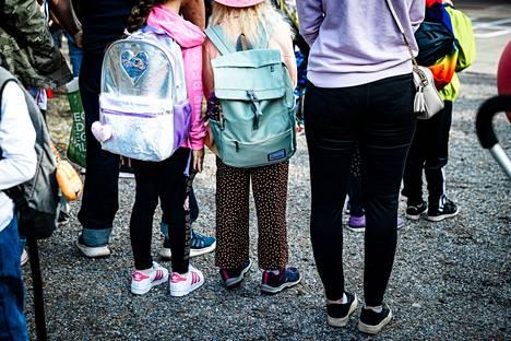 Uuden kouluvuoden aloitukseen ei haluttu ulkopuolista yleisöä, jotta tapahtuma voitiin järjestää turvallisesti. Kuvituskuva.