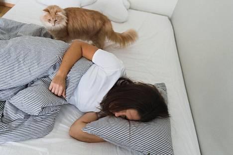 Uniapneapotilaan kannattaa siirtyä selinmakuulta kyljelleen.