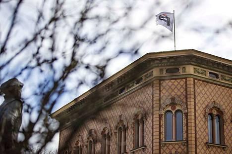 """""""Porissa pitäisi mielestäni siirtyä pormestarimalliin ensi kevään kunnallisvaalien jälkeen"""", kirjoittaa valtiopäiväneuvos Mikko Elo."""