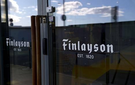 Finlaysonin design- ja brändijohtaja Maiju Laurénin mukaan yhtiössä suhtaudutaan nöyrästi siihen, että uutta kasvua lähdetään hakemaan pukeutumisen kautta. Yhtiön pääkonttorilla Helsingissä kuvattiin huhtikuussa 2017.