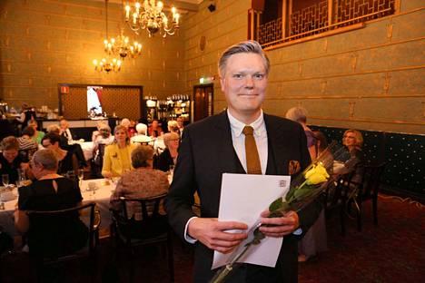 –En voi liiaksi korostaa, miltä Zonta-järjestön tunnustus tuntuu. Olen tästä erittäin kiitollinen, sanoi Hotelli Tammerissa lauantaina palkittu Aamulehden rikos- ja oikeustoimittaja Tuomas Rimpiläinen.